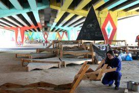 Jóvenes haciendo tareas colaborativas en el Puente de Colores de San Cristóbal de Los Ángeles