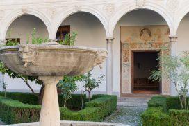 Claustro del monasterio de Santa Isabel la Real de Granada