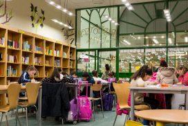 Niños estudiando en la biblioteca de Casa San Cristóbal